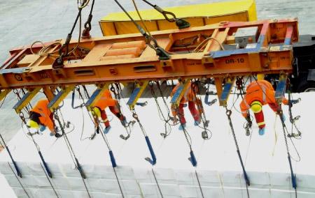 Carga y descarga de buques y barcazas